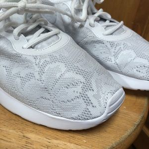 NWOB Nike • Tanjun Eng White Lace Floral Sneakers Boutique